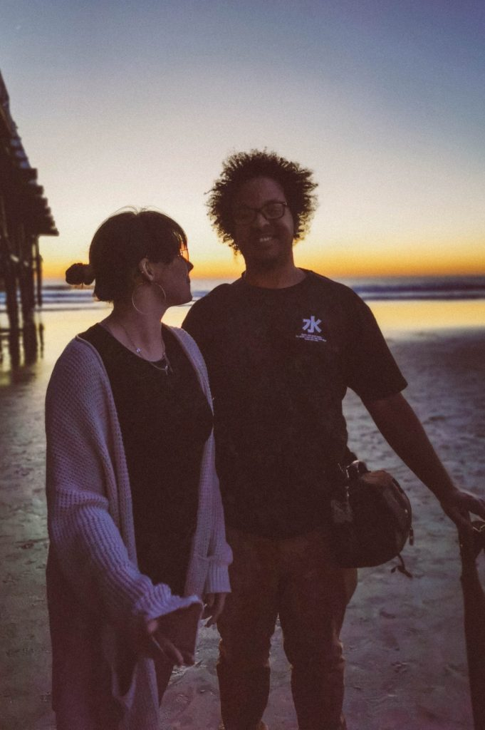 hippie couple travel to california san diego pacific beach siloutte sunset